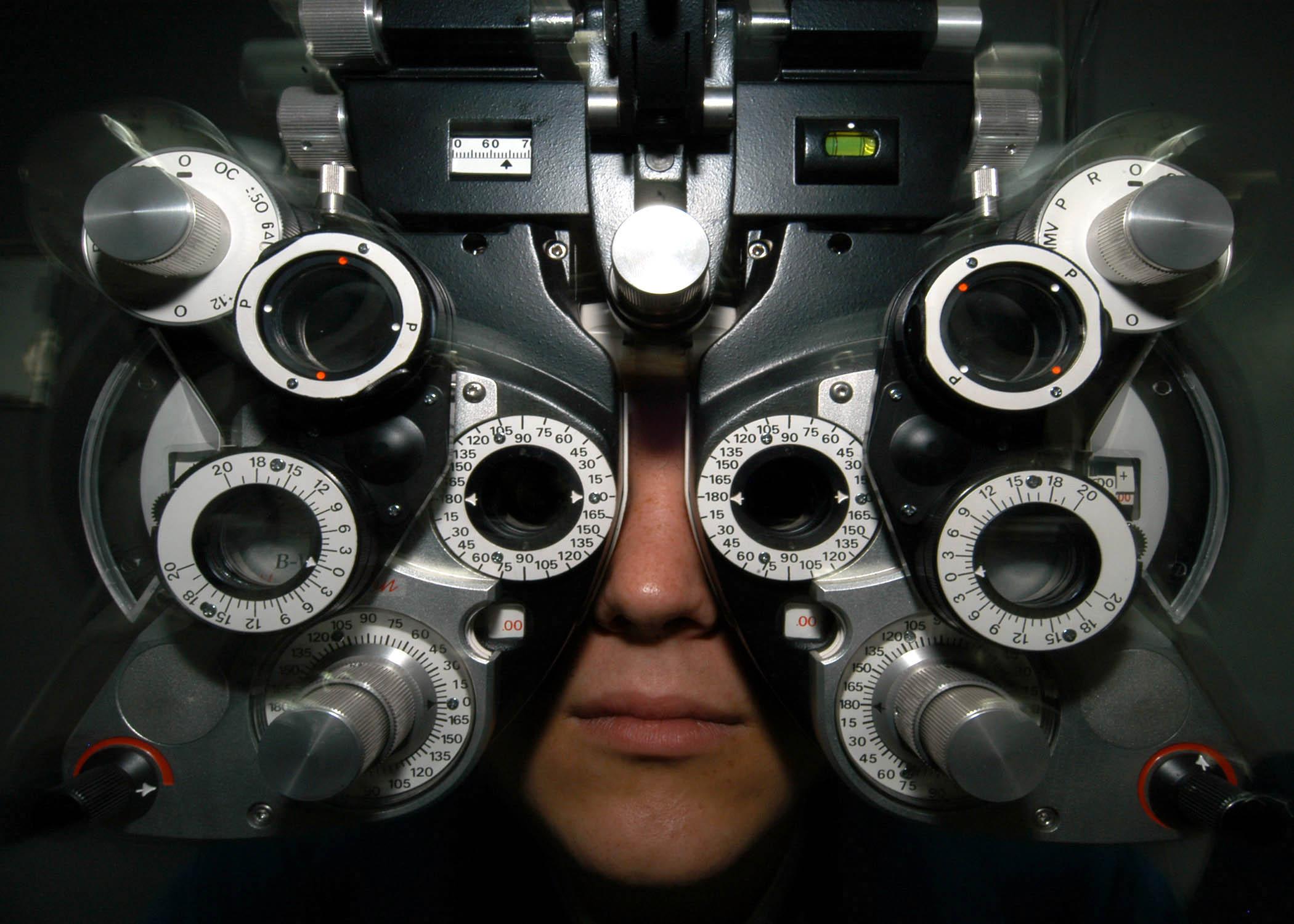 изучение реакции глаза на цветовое раздражение